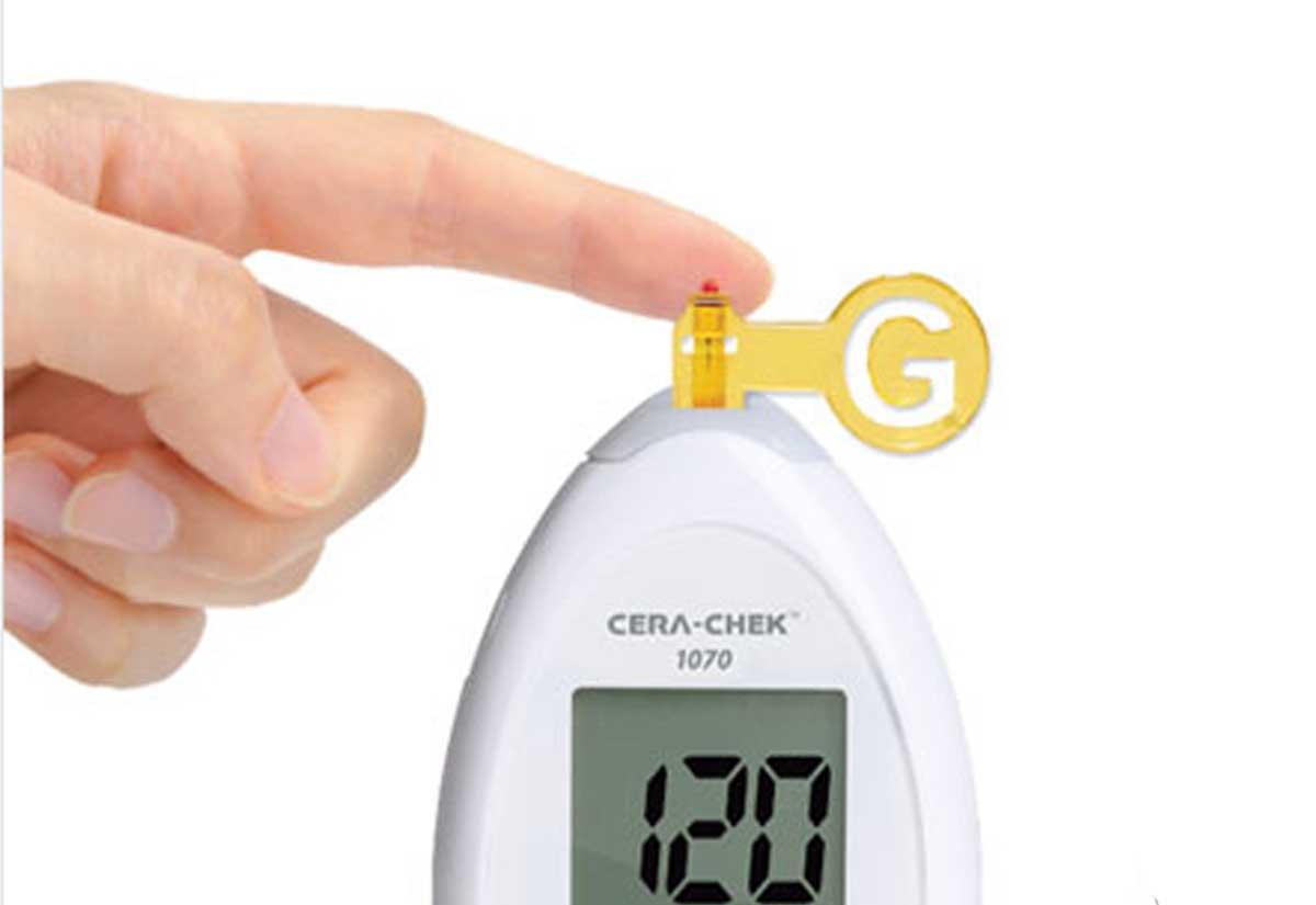 Máy đo đường huyết cá nhân Cera-Chek